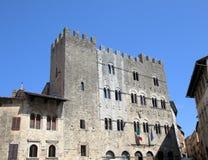 W Pitigliano urząd miasta Zdjęcie Stock