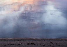 W plaży przy zmierzchu czasem Obrazy Stock