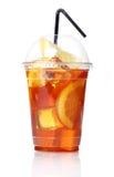 W plastikowym szkle świeża lodowa herbata Obraz Royalty Free