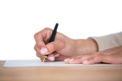 W połowie sekcja bizneswomanu plombowania hipoteki kontrakta forma zdjęcia royalty free
