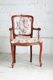 W pokoju rocznika krzesło Obraz Stock