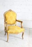 W pokoju rocznika krzesło Zdjęcie Stock