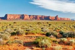 W Pomnikowej Dolinie pogodny wieczór arizonan zdjęcie stock