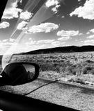 W Poruszającym samochodu krajobrazie Chwytającym przez Pasażerskiego okno na wycieczce samochodowej w usa obraz royalty free