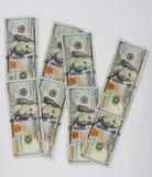 W posteriore dalle banconote in dollari fotografie stock libere da diritti