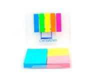 W pudełkowatym secie kolorowy nutowy postit Fotografia Stock