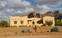 W pustyni Adobe dom Obrazy Royalty Free