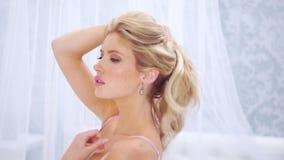 W różowej bieliźnie piękna seksowna kobieta zbiory