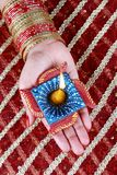 W Ręce Diwali ręka Lampa Diya Obraz Stock