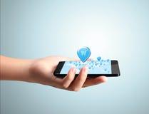 W ręce nowożytny telefon komórkowy Zdjęcia Stock