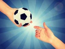 W ręce piłki nożnej piłka Zdjęcia Royalty Free