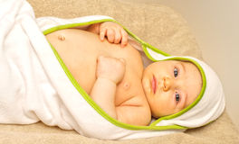 W ręczniku śliczny dziecko Fotografia Royalty Free