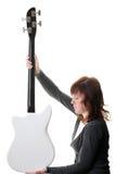 W ręki elektrycznej basowej gitarze odizolowywającej Fotografia Stock