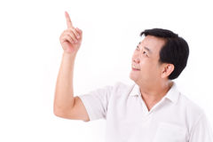 W średnim wieku azjatykci mężczyzna wskazuje do pustej przestrzeni Obrazy Stock