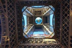 Wśrodku wycieczki turysycznej Eiffel Fotografia Stock