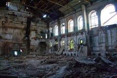 Wśrodku zaniechanej i zniszczonej cukrowej fabryki w Ramon Zdjęcia Stock