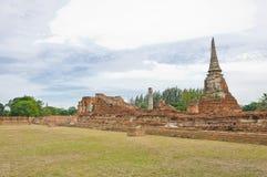 W rujnującej starej świątyni antyczna pagoda Fotografia Royalty Free