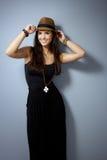 W słomianym kapeluszu szczęśliwa kobieta Zdjęcie Royalty Free