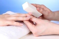 W salonie manicure'u proces zdjęcie stock