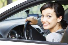 W samochodzie ładna dziewczyna zdjęcie stock