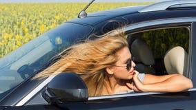 W samochodzie żeński kierowca Zdjęcia Stock