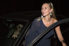 W samochodzie dwa kobiety Zdjęcia Royalty Free