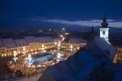 W Sibiu miasteczku bożenarodzeniowy jarmark obrazy royalty free