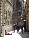 Wąska ulica przy Barcelona Zdjęcie Stock