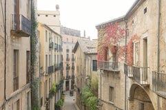 Wąska ulica w starym miasteczku Girona Zdjęcia Royalty Free
