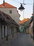 Wąska ulica w starym miasteczku Sibiu Zdjęcia Royalty Free