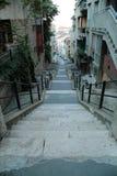 Wąska ulica z schodkami w Budapest Obrazy Stock