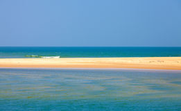 Wąski pasek piasek w morzu Zdjęcie Stock