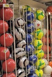 W sklepie piłek nożnych piłki Fotografia Royalty Free