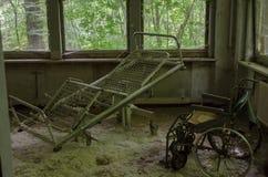 W starym i rujnującym hotelu fotografia stock