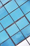 W starym młynie błękitny roczników okno zdjęcia stock