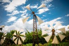 W starym stylu wiatraczki używać jako turystyczny attrason Lasithi plateau obrazy royalty free