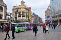 W Szanghaj chodząca Ulica obrazy royalty free