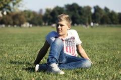 W trawie Zdjęcia Stock