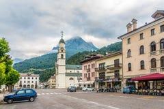 W ulicach Agordo w Włochy dolomitach Obrazy Stock
