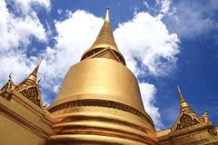 W Uroczystym Pałac złocista pagoda Wat Phra Kaew Zdjęcia Stock