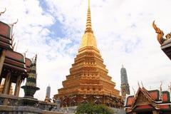 W Uroczystym Pałac złocista pagoda Wat Phra Kaew Fotografia Stock