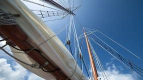 W wiatrze żeglowanie łódź Zdjęcie Royalty Free