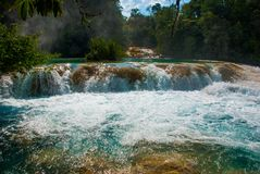 A w widoku Agua Azul siklawy w Meksyk yucatan Palenque Fotografia Stock