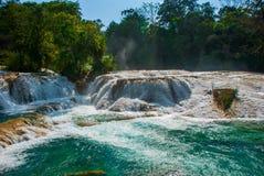 A w widoku Agua Azul siklawy w Meksyk yucatan Palenque Obrazy Royalty Free
