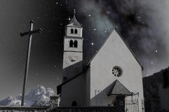 W wysokogórskim krajobrazie mały kościół Obraz Stock