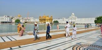 W Złotej Świątyni sikhijski odprowadzenie, Amritsar zdjęcie royalty free