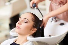 W zakładzie fryzjerskim obraz stock