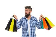 W zakupy sklepie brutalny poważny caucasian modniś z wąsem Brodaty mężczyzna z torba na zakupy Zakupy sprzedaż samiec obraz stock