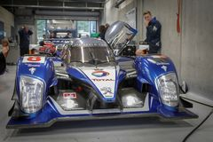 W zdroju Francorchamps zdrój Sześć godzin Historycznych Uroczystych Prix samochodów Skojarzeniowych zdjęcie royalty free