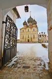 W zima ortodoksalny monaster Fotografia Stock